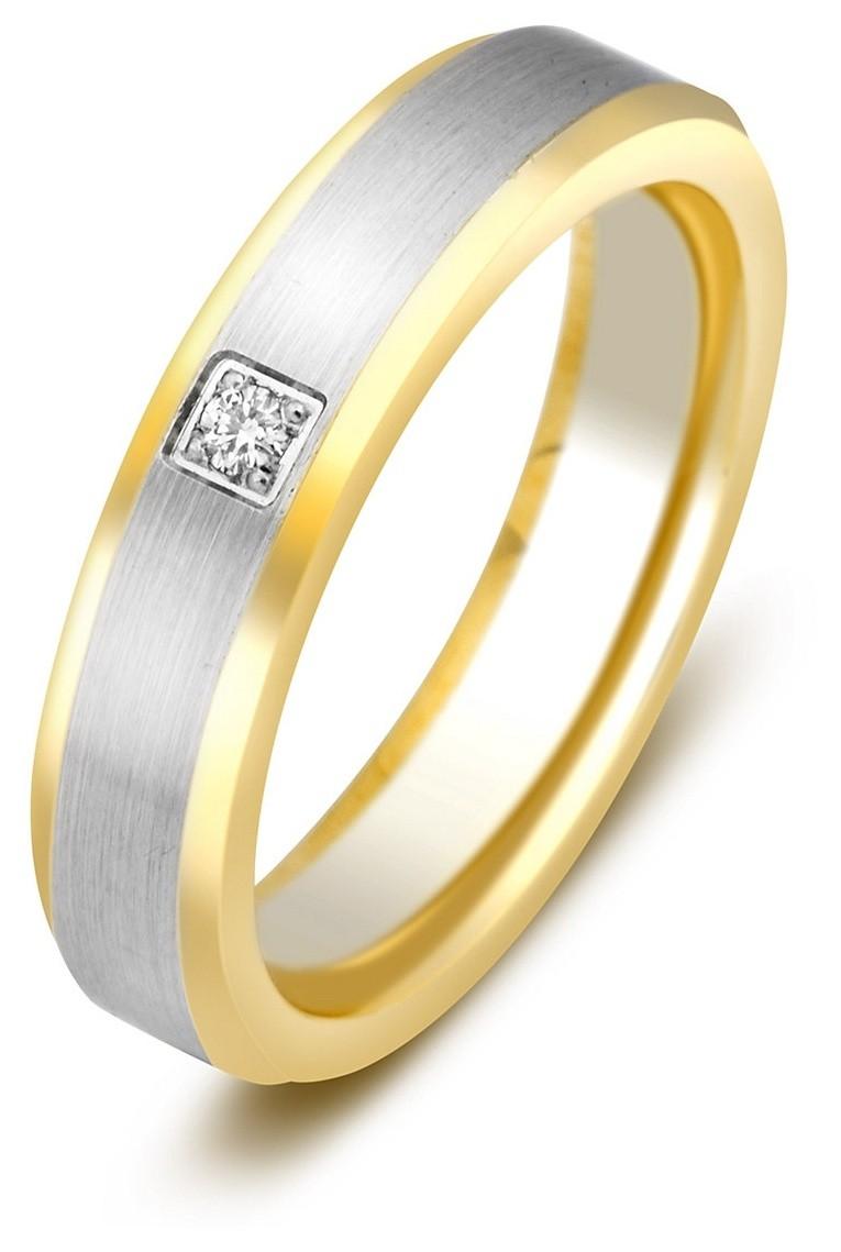 Обручальное кольцо девушке с бриллиантом