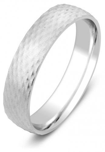 e7151561b2e4 Обручальное кольцо из белого золота с алмазной гранью 010774   ЗлатоГрад